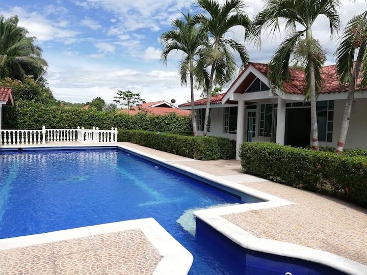 Hermosa Casa campestre en Girardot piscina privada