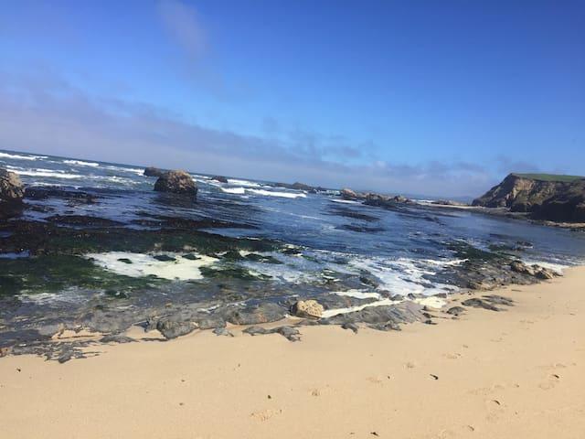 Beach 10 minute walk