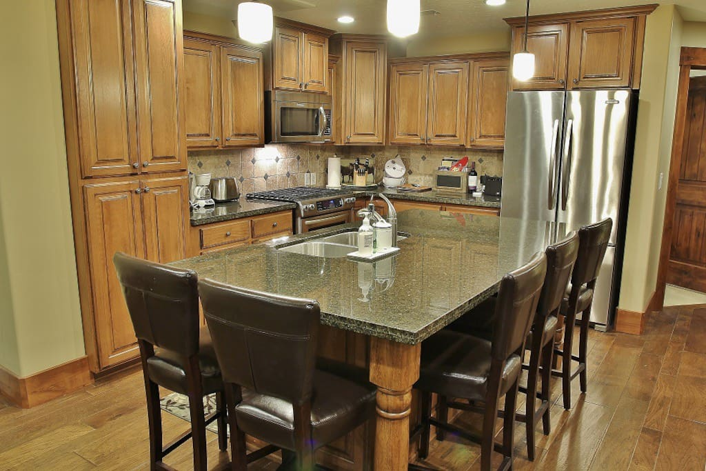 Fully Equipped Kitchen with Granite Countertops,Stainless Steel Appliances, Gas Stove and Center Island with Seating for 5