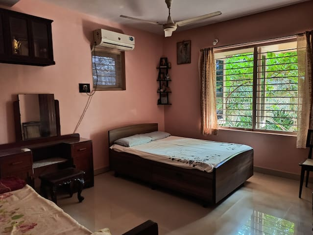 Cosy home in Bandra with garden