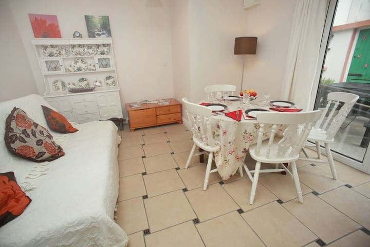 COSY Warm 1bed app .sleeps up to 5 - Craughwell - Apartamento