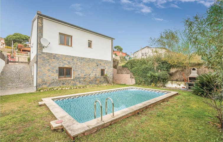 Holiday cottage with 4 bedrooms on 130m² in Vidreres