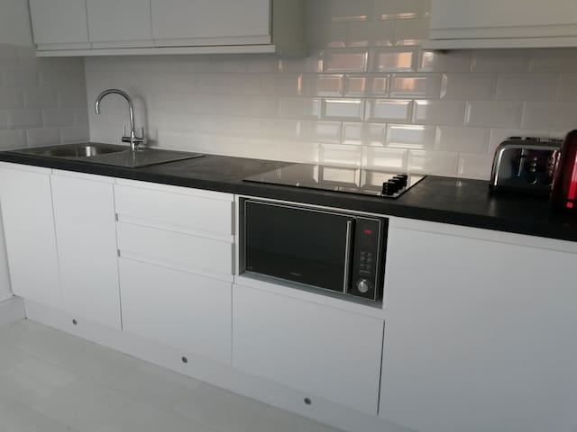 New contemporary kitchen