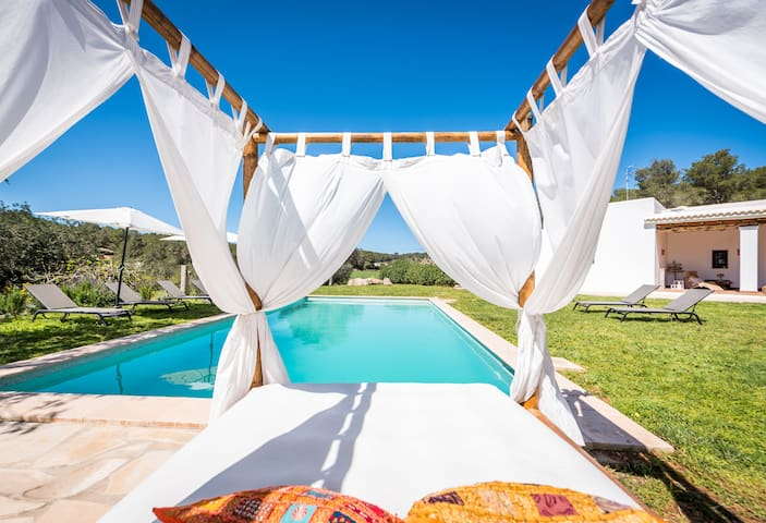 Blissful Boho Chic Finca Ibiza - Big Garden & Pool