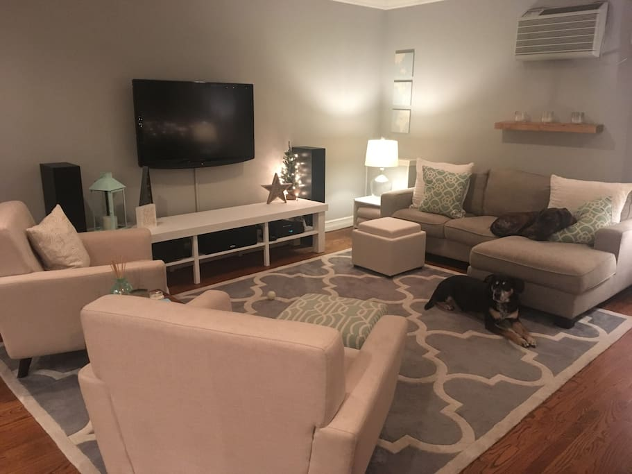 Living room with wifi, Hulu Netflix cable