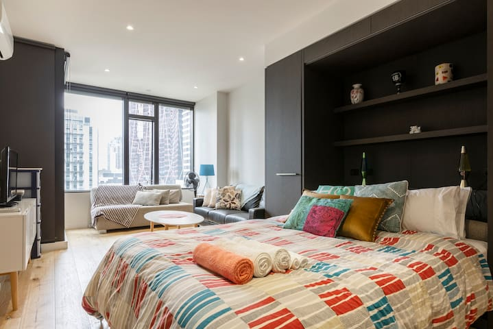 Fantastic Melbourne CBD apartment / pool, hot tub