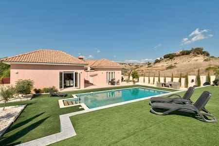 Stunning New House with 12m pool - Pyrgos