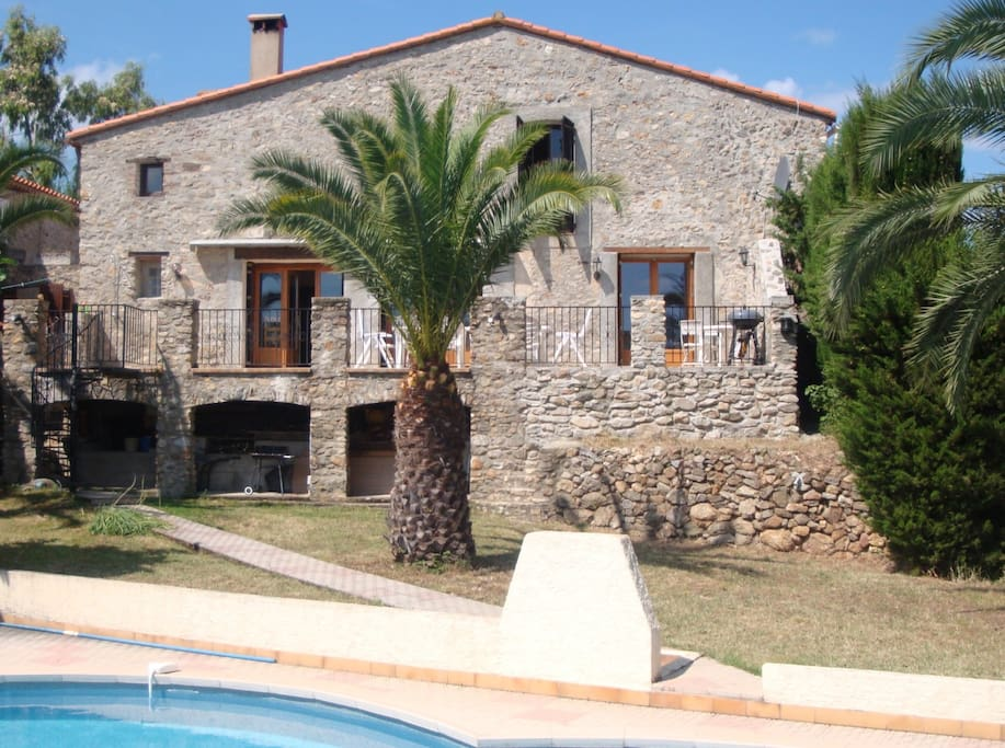 Private house - sole use - 5 bedrooms & 4 bathrooms, exclusive use pool.