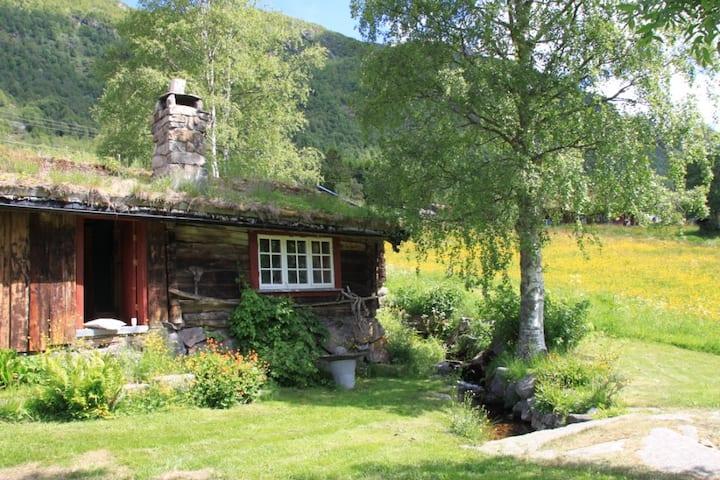 Eldhuset - a cabin in Grungedal Valley, Telemark