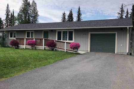 3 bed 1 bath house minutes from Fishing and Stores