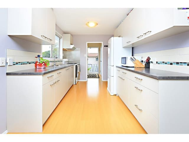 Fully fenced and free standing home - Auckland - Casa