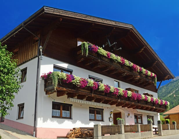 Apartment with south balcony in Namlos, Tirol