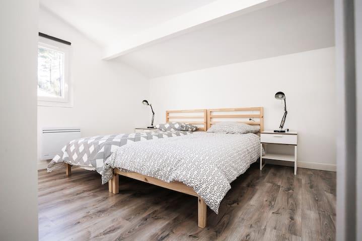 2eme chambre à l'étage, possibilité de séparer les lits.