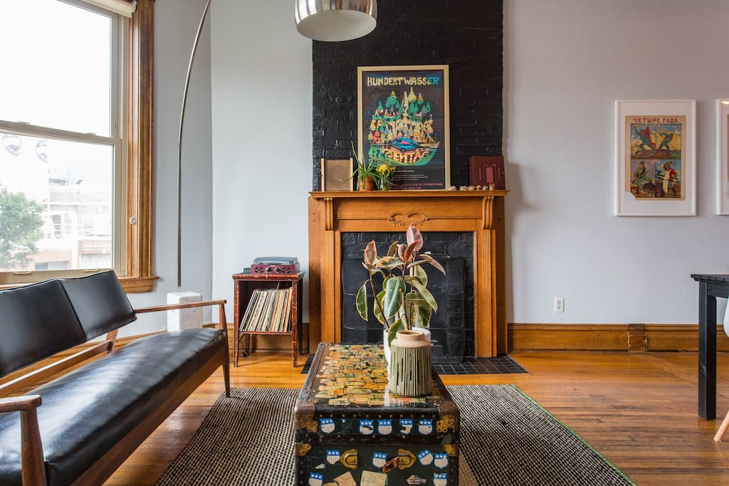 This classic Chicago apartment is full of character. The living room is bright and sunny, and looks out over a cool industrial skyline.