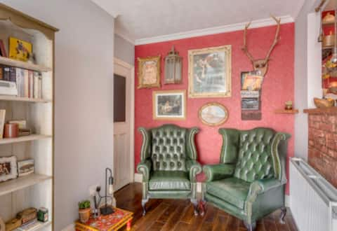 Quirky entire apartment near stanstead airport