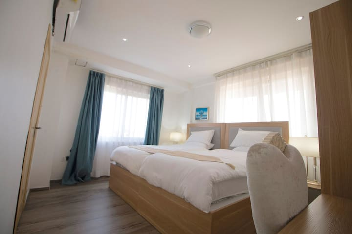 Room with 2 comfortable single bed