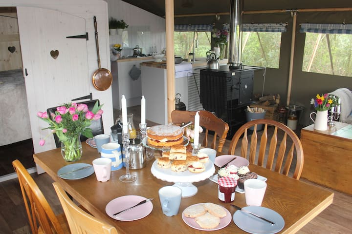 Lower Keats Glamping Safari Lodge 3 Sleeps 6