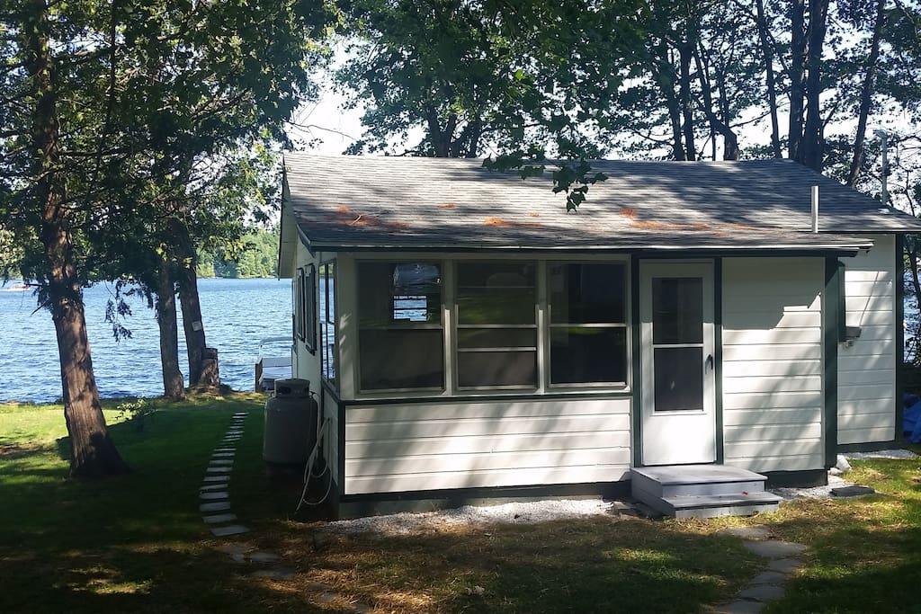 belgrade lakes buddhist singles Enjoy gorgeous sunsets, panoramic lake views, swimming, fishing, hiking, and boating fun from this 2 bedroom, 1 bath cozy camp located steps away from snow pond (aka messalonskee lake) this pristine location is one of the best fishing lakes in maine and across america the owner, a maine fishing .
