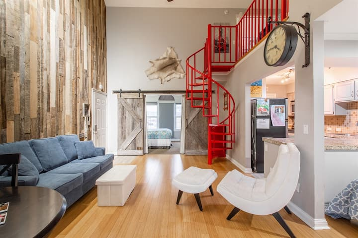 Downtown Trendy Loft! Walk to Broadway! Free Parking!