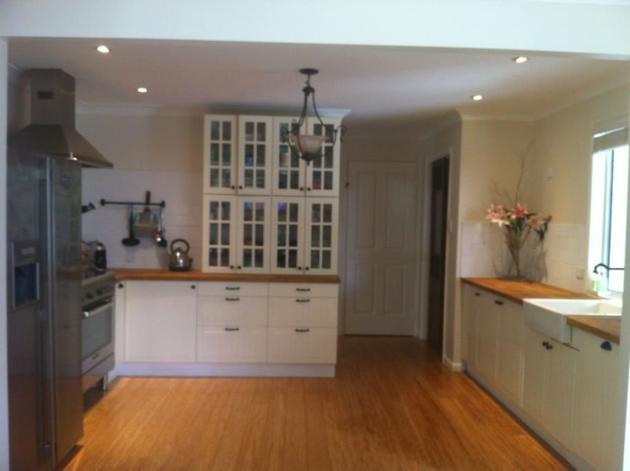 Full Kitchen with 900 Gas cooker and oven