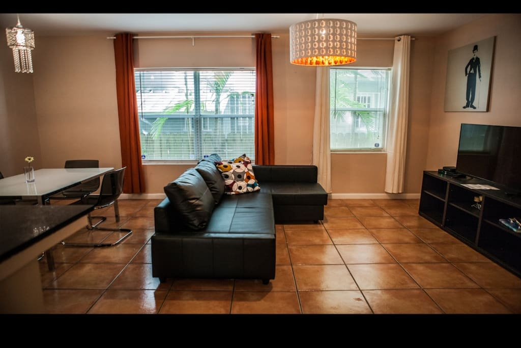 Living room complete with a LCD TV.