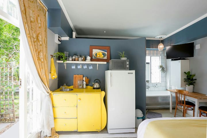 The Yellow Cottage - Tasteful cozy getaway