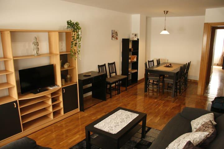 Apartamento amplio y luminoso zona universidades - Pamplona - Apto. en complejo residencial