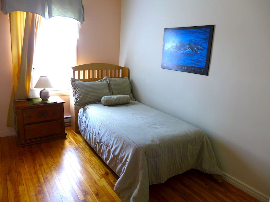This is the room to rent, now is double bed, bether decoration