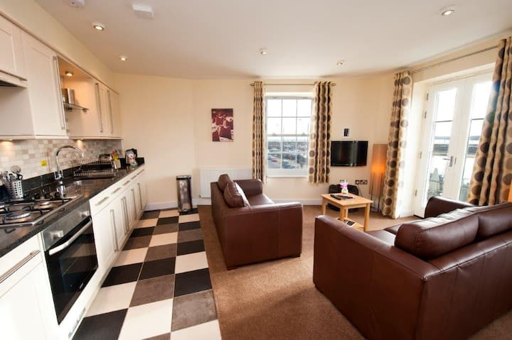 Harbourside Apartments - 2 Bedroom + Beach Hut