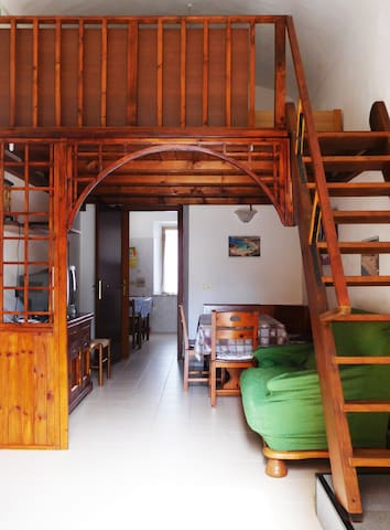 COZY HOUSE FOR FAMILY AND FRIENDS - La Maddalena - Hus