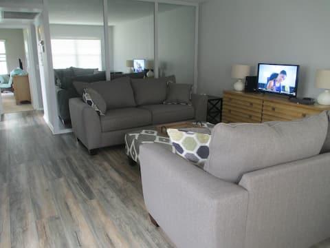 Newly Renovated / Boca Retreat