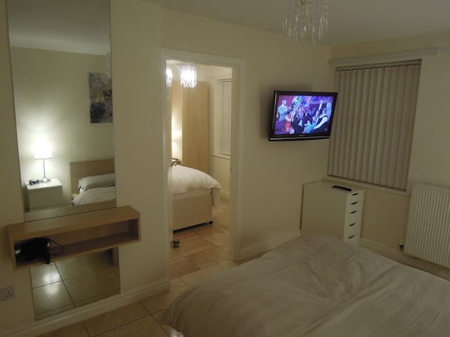 Luxury up to 8 person Apartment, Liverpool UK