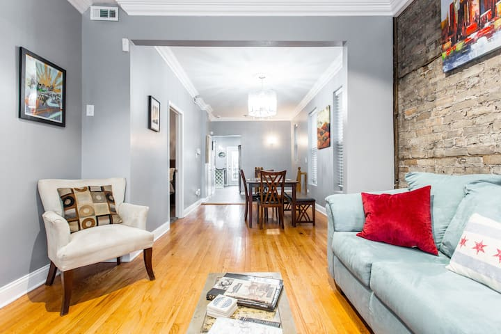 Chicago Logan Square Beautiful Relaxing Space 4 BR