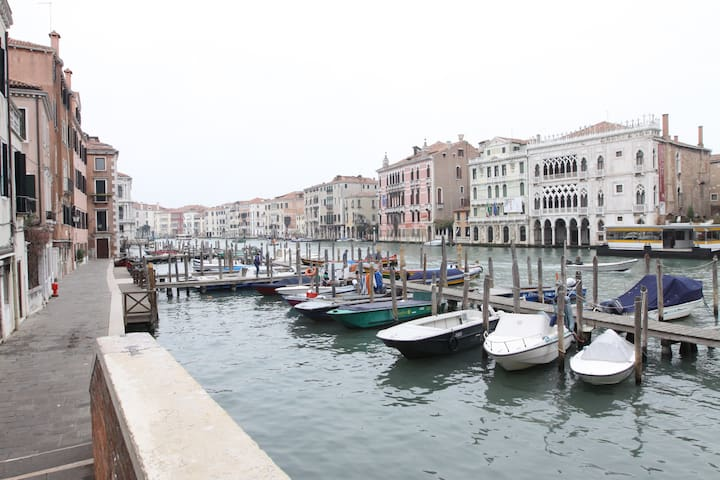 The Grand Canal in Rialto, just few steps from the apartment