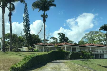 Mansão 960m2 em Moreno - Casa de Campo
