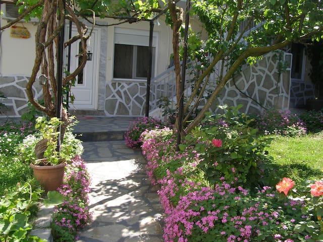 Hariskof Garden House