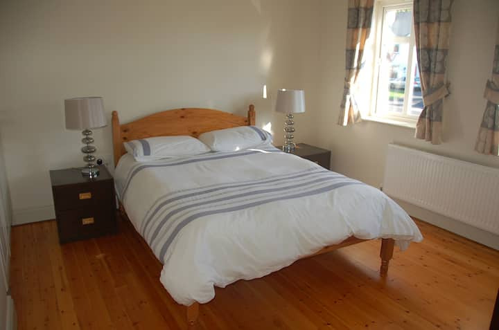 Double Room in modern home, Ennis town.