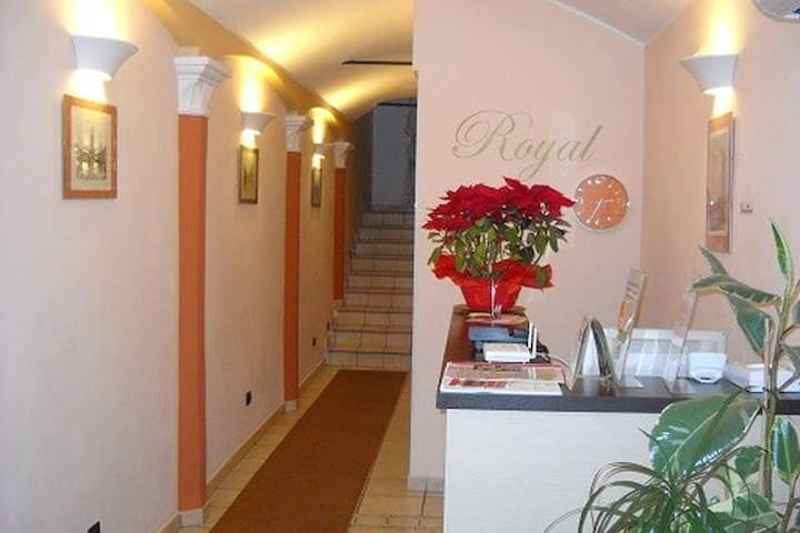 Royal Room & Breakfast - Double Room with 2 Beds - Modène - Bed & Breakfast