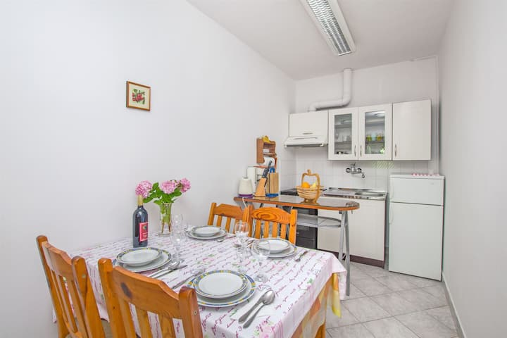 Two Bedroom Apartment, 100m from city center, seaside in Vrboska - island Hvar, Terrace