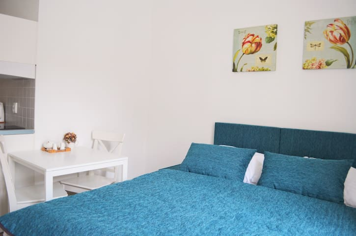 A turquoise cozy apartment in the city centre