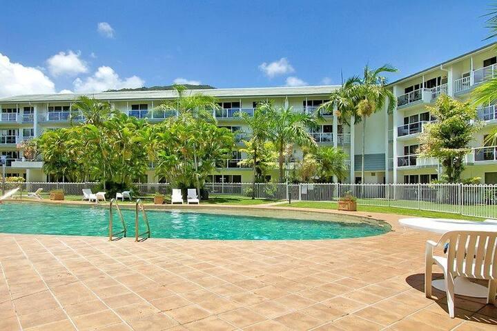 1 & 2 bedroom apartments Views WiFi AC resort Pool
