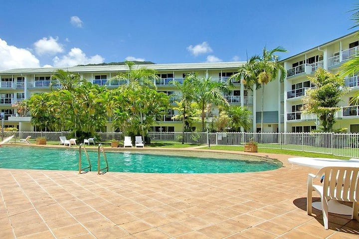 1 & 2 bedroom apartments Views WiFi AC resort Pool