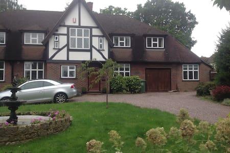 Annexe in lovely house , good links to London.