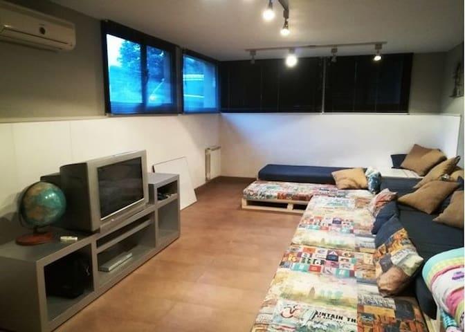 Dormitorio 5,  con 6 camas individuales