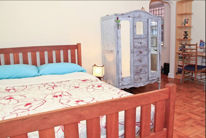 Charming One Bedroom Apt in Amazing Dupont Circle!