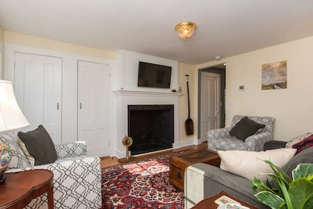 Historic Remodeled 2 BR Townhouse Near Downtown