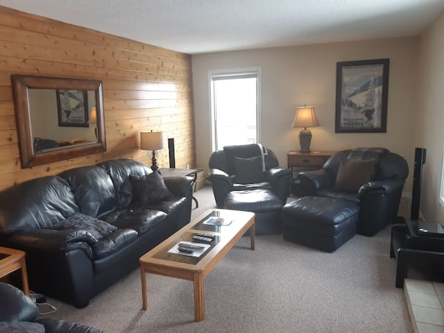 3 Bedroom Condo at Big White Ski Resort !!