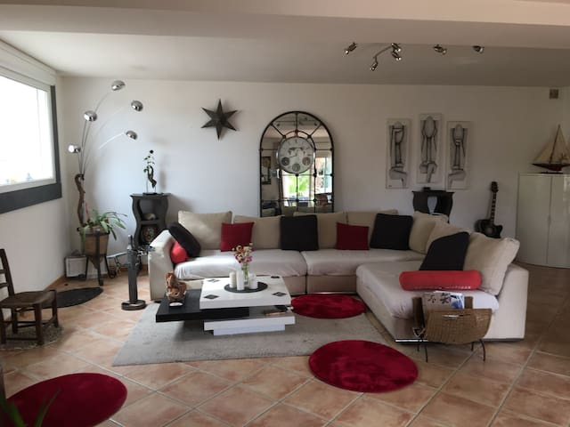Charming Villa 90m2 at 300m from the beach - Sausset-les-Pins - House