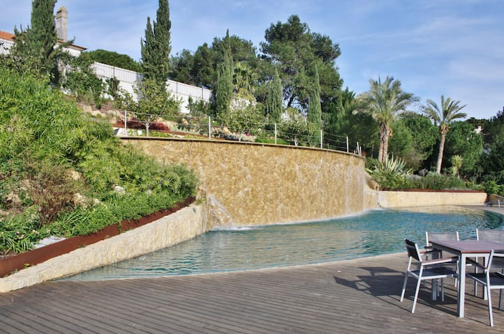 CHARMING CASCAIS CENTER APT W/ POOL