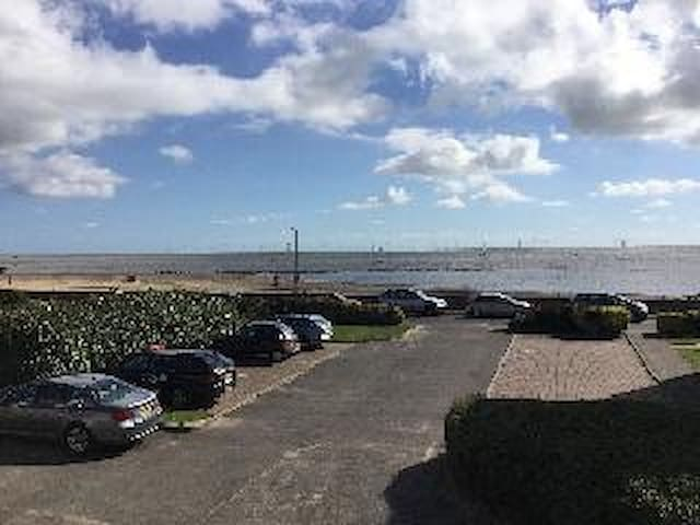 The Beach side town house. Sleeps 8 - Clacton-on-Sea